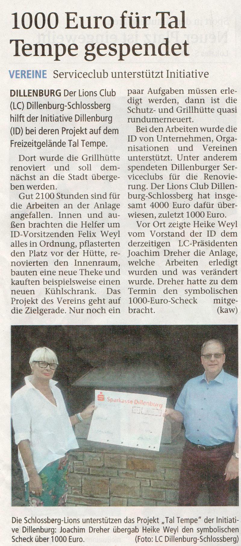 """Die Schlossberg-Lions unterstützen das Projekt """"Tal Tempe"""" der Initiative Dillenburg: Joachim Dreher übergab Heike Weyl den symbolischen Scheck über 1000 Euro."""